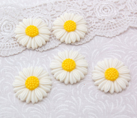 10 WHITE and YELLOW Daisy Resin Acrylic Flower Cabochons  27mm diameter cab0133