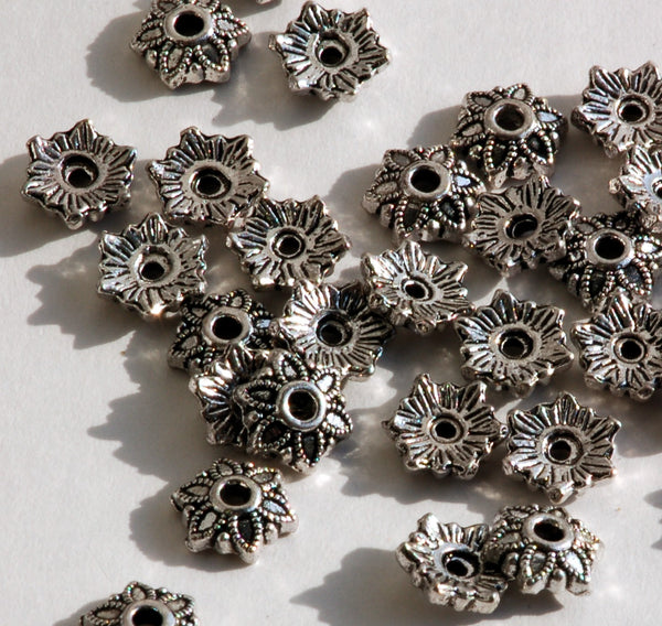 30 Antique Silver FLOWER PATTERN Filigree Bead Caps Findings 8mm . fin0107