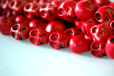 1 Strand Medium BRIGHT RED Stone Skulls . 18mm how0188