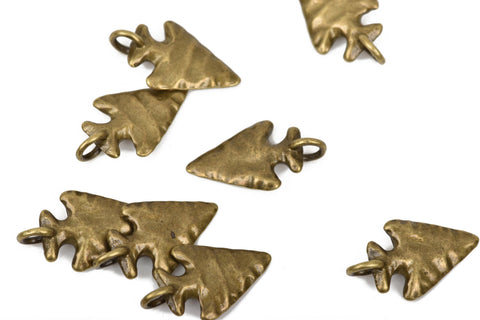 5 ARROWHEAD Charm Pendants, hammered bronze metal, reversible arrow head, 26x15mm, chb0439