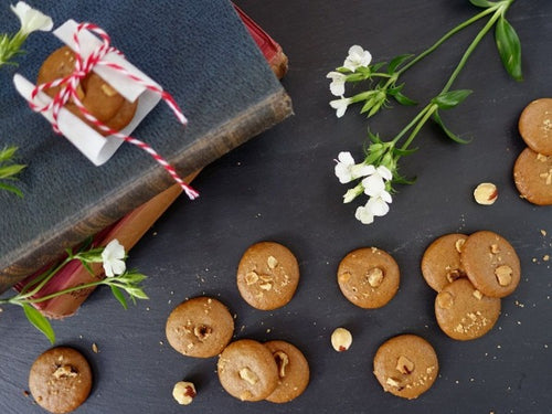 Vegan and Paleo, gluten and dairy-free crunchy hazelnut cookies with no refined sugar