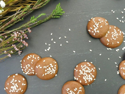 Vegan and Paleo, gluten and dairy-free crunchy cookies with no refined sugar