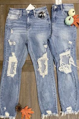 CELLO STRAIGHT LEG HIGH RISE RUSTIC WASH JEANS