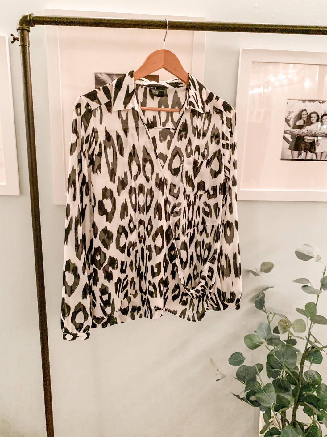 Boutique brand flowy Blouse black and white