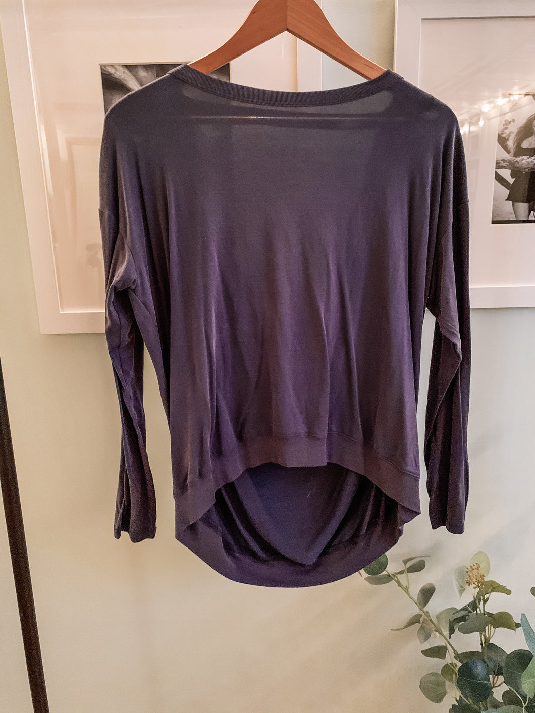 Trendy Boutique active wear shirt. Wear to the gym or with jeans and heals...