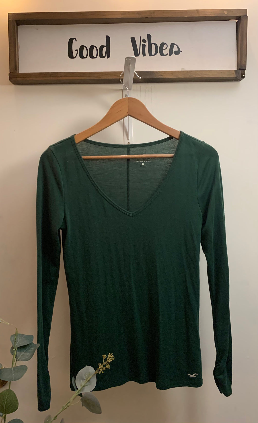 Green long sleeve V-neck Shirt