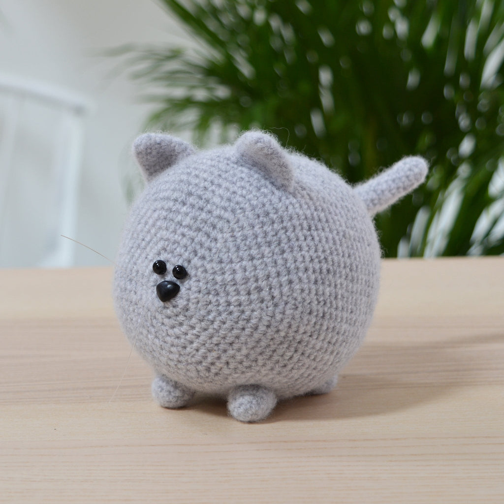 completed grey amigiurumi cat from cat crochet kit