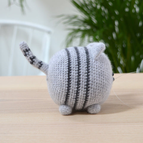 amigurumi stripey cat side view