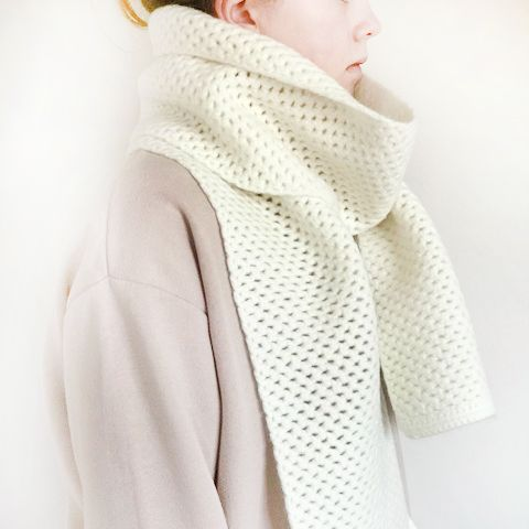 chunky mesh crochet scarf kit on person