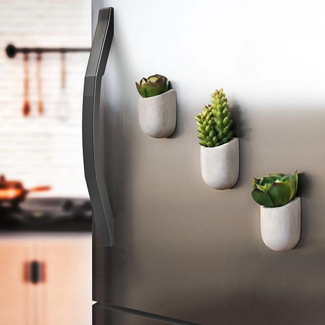 Mini magnetic concrete planters