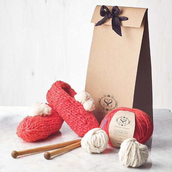 Pom slippers knitting kit