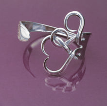 Load image into Gallery viewer, Intertwining Hearts Fork Bracelet