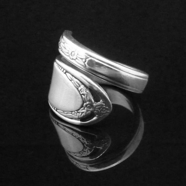 Lovelace Spoon Ring
