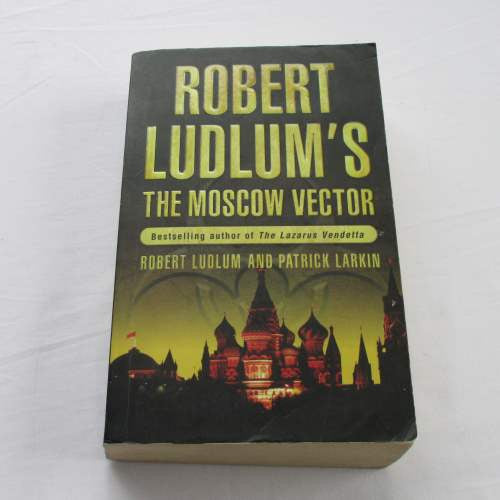 The Moscow Vector by Robert Ludlum & Patrick Larkin. A paperback thriller & mystery novel.