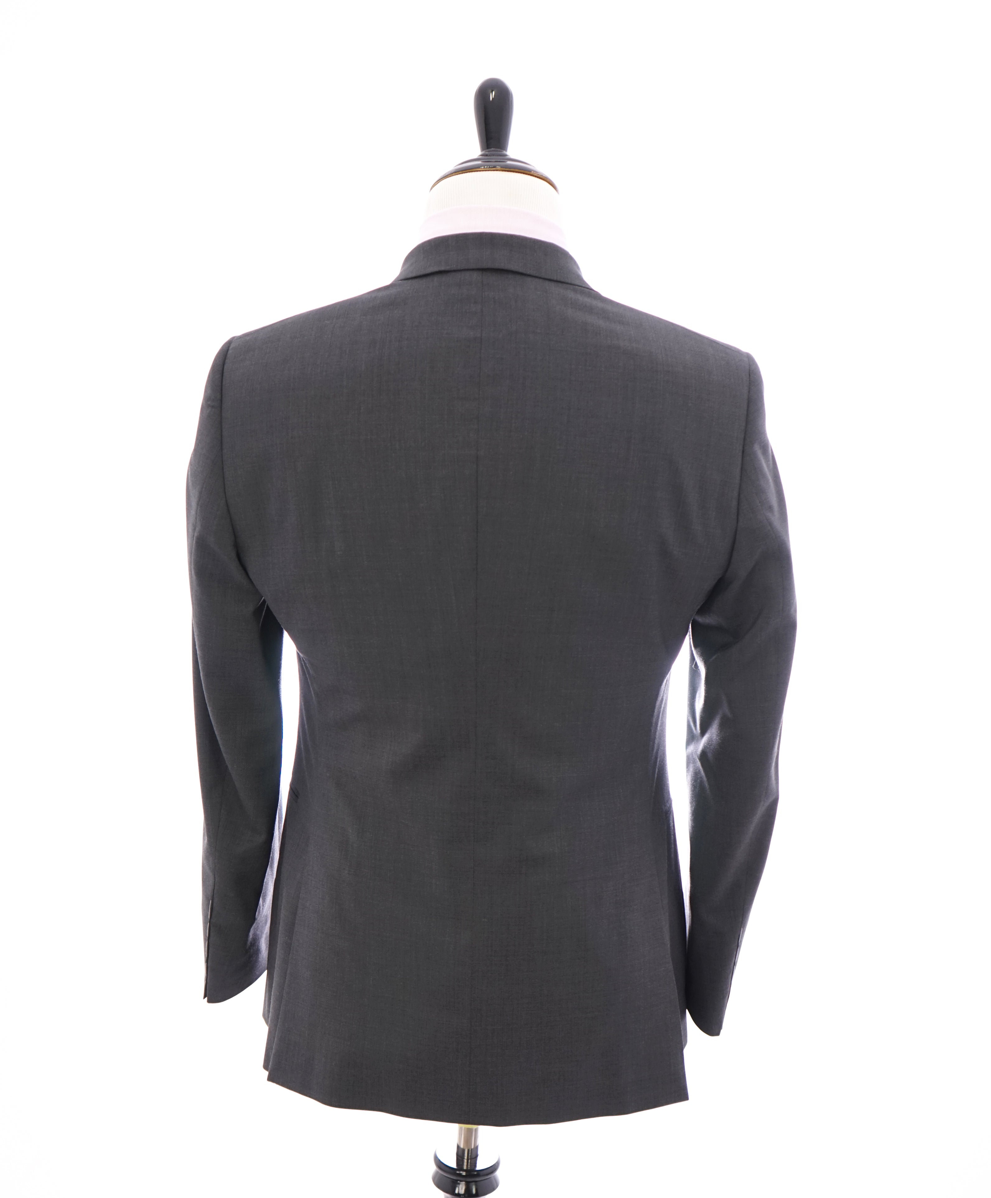 "GIORGIO ARMANI - Soft Gray 2-Button Super 150's ""TAYLOR"" Collection Suit - 38R"