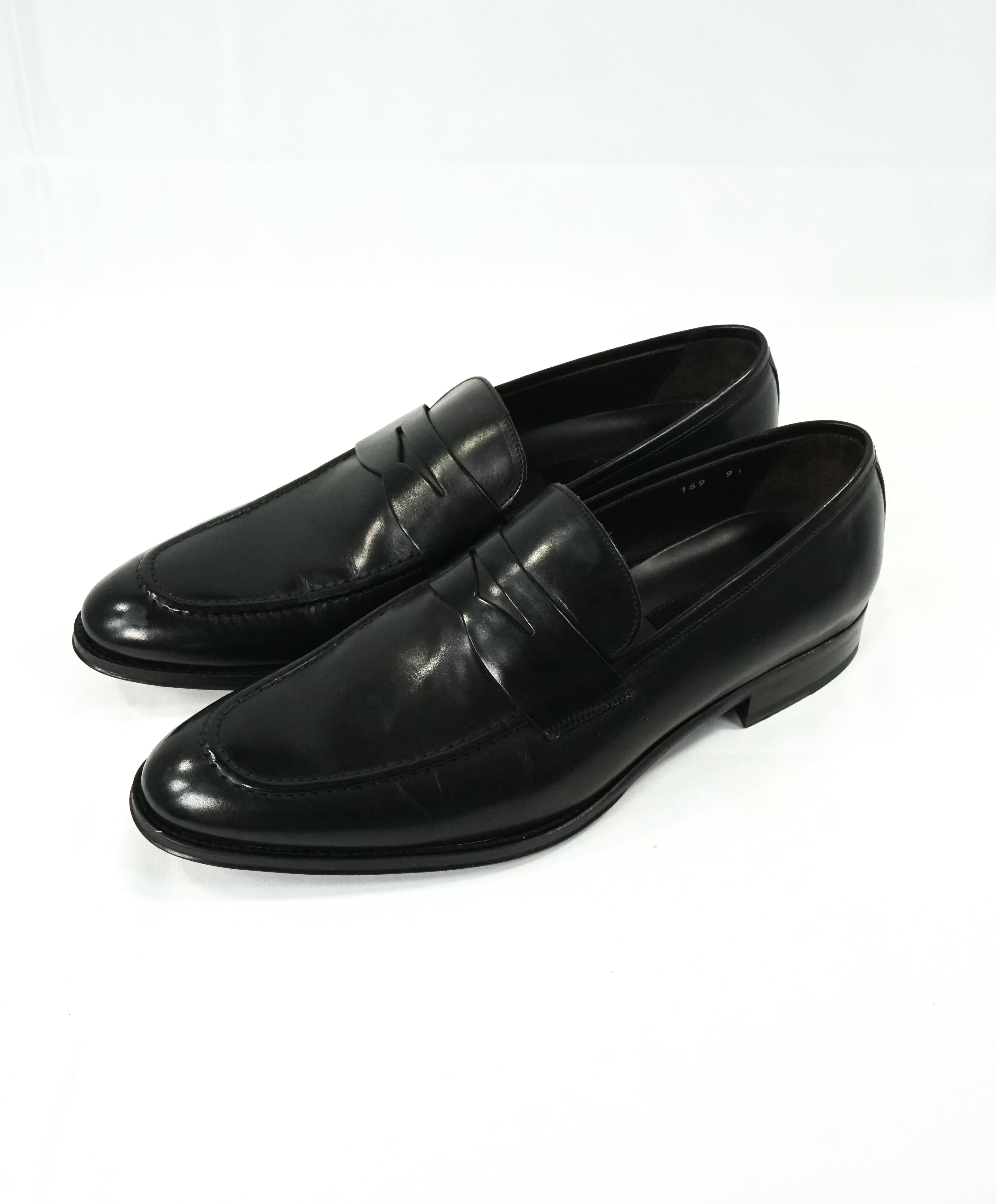 "TO BOOT NEW YORK - ""James"" Black Round Toe Penny Loafers - 9.5"