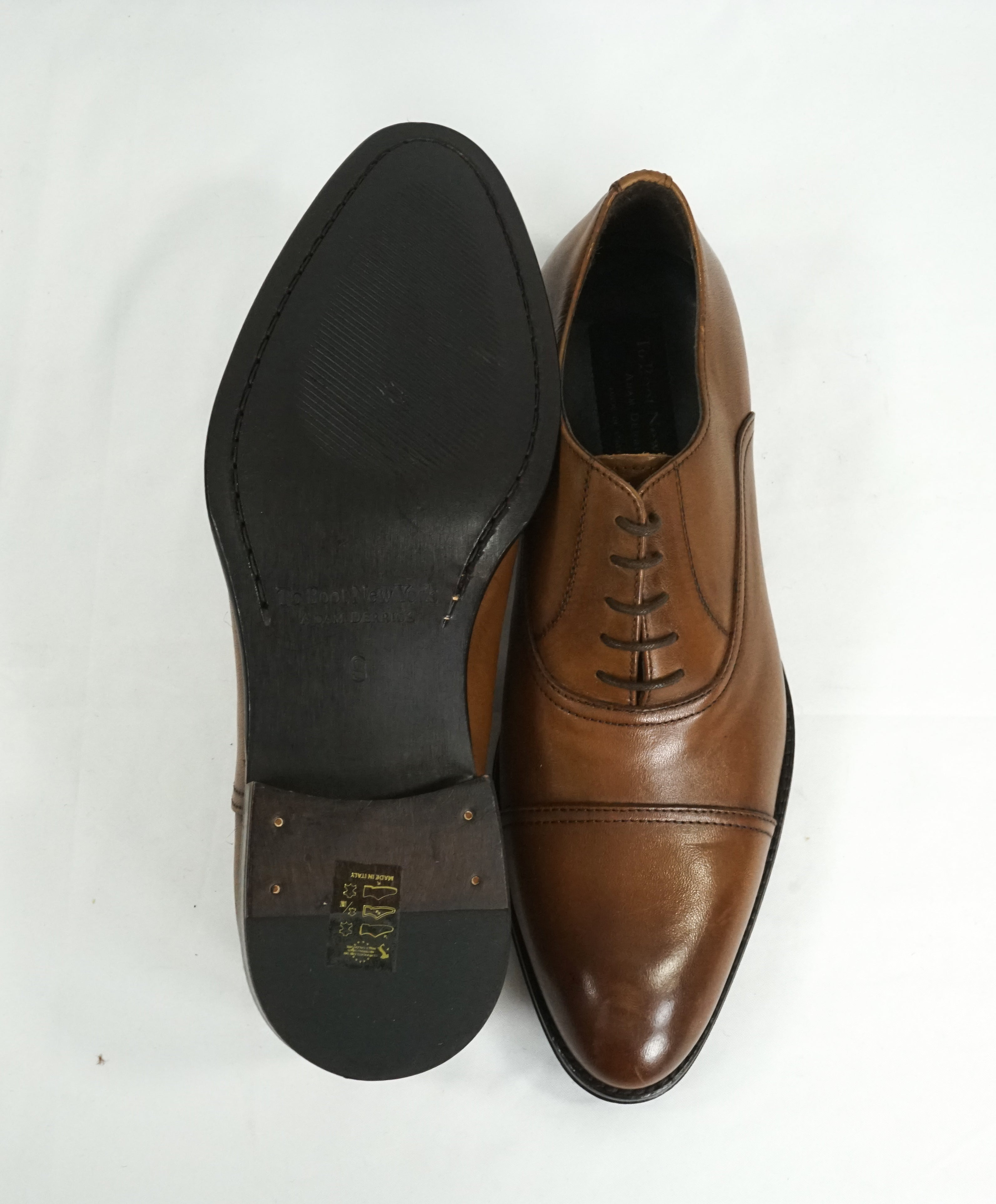 TO BOOT NEW YORK - Sleek Brown Oxfords In a Round Cap Toe - 9