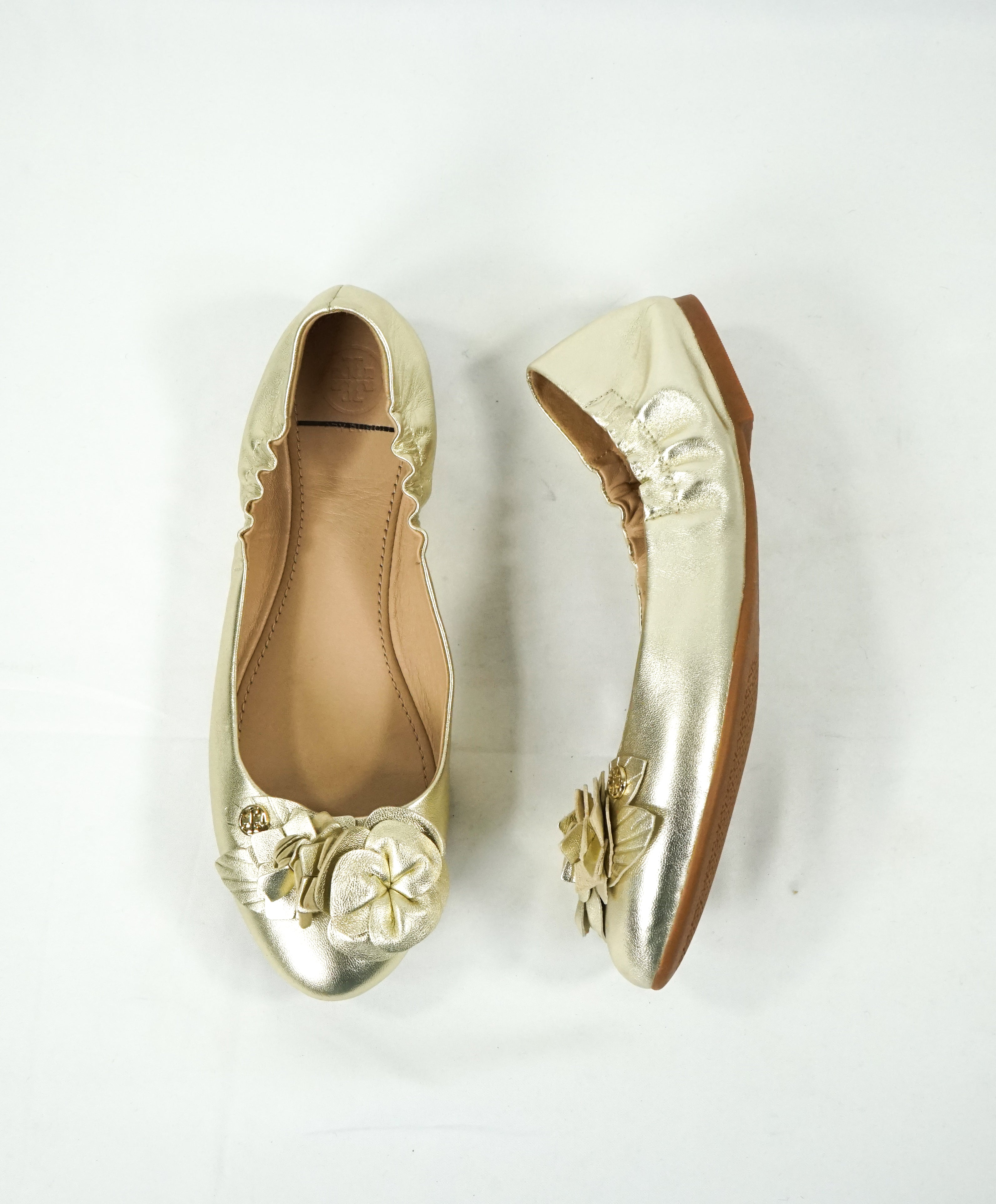 7d546d050015 TORY BURCH - Gold Tone Abstract Flower Bow Flats W Logo - 7.5 – Luxe ...