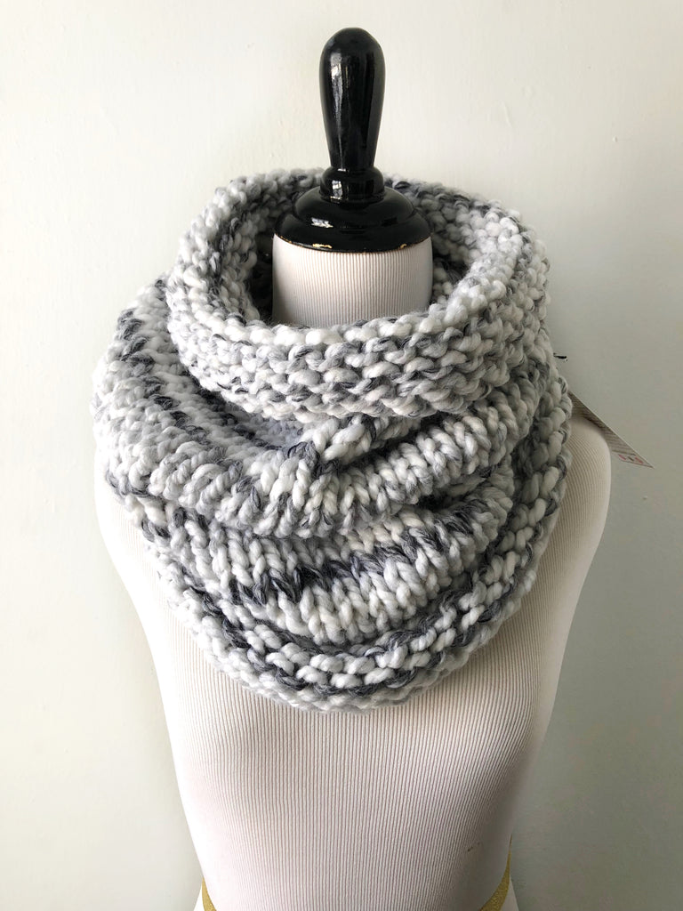 Neckwarmer in Polar Bear, Scarf, Nickichicki - Nickichicki