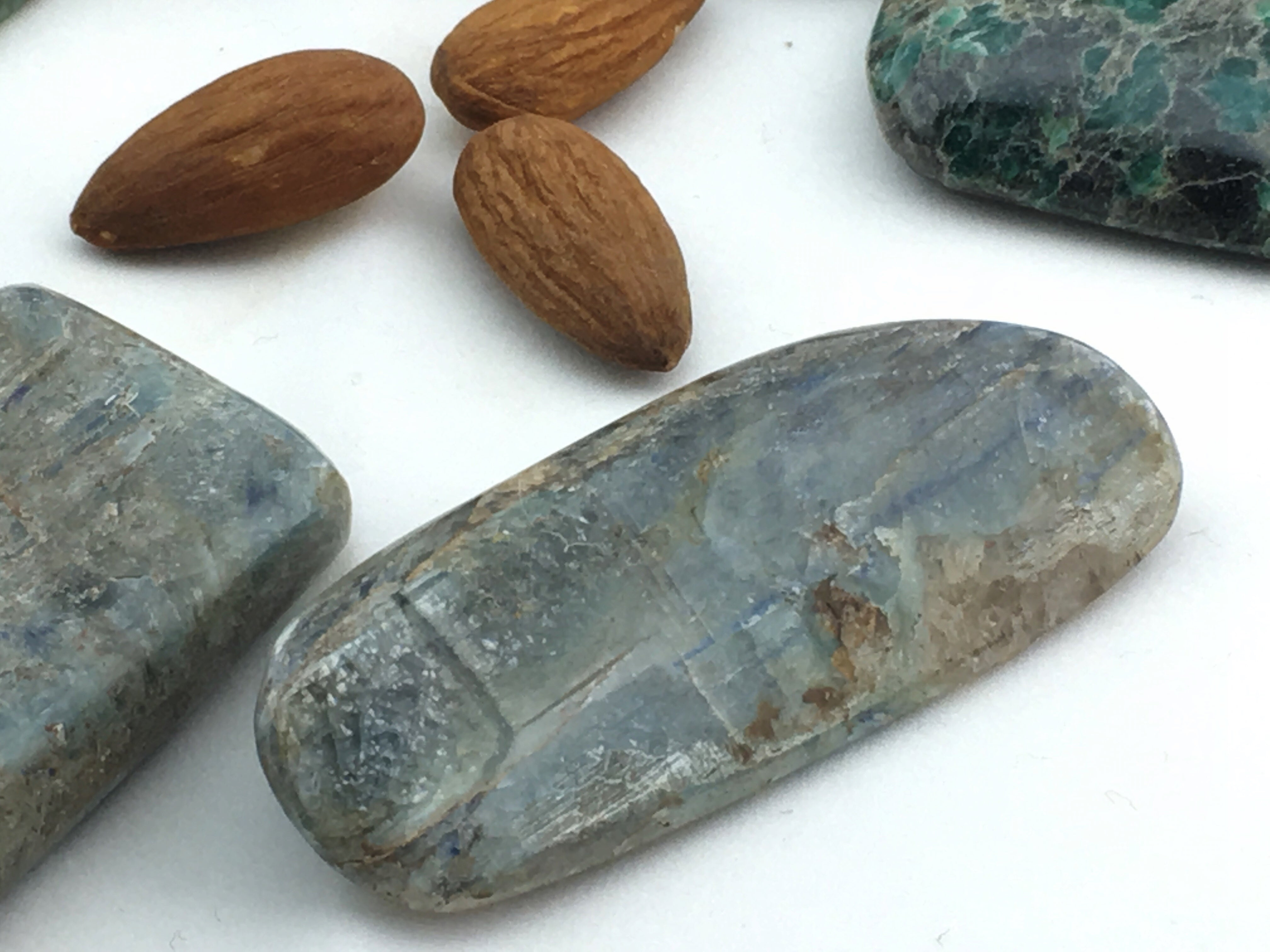 Kyanite Blue/Green: Palm Large