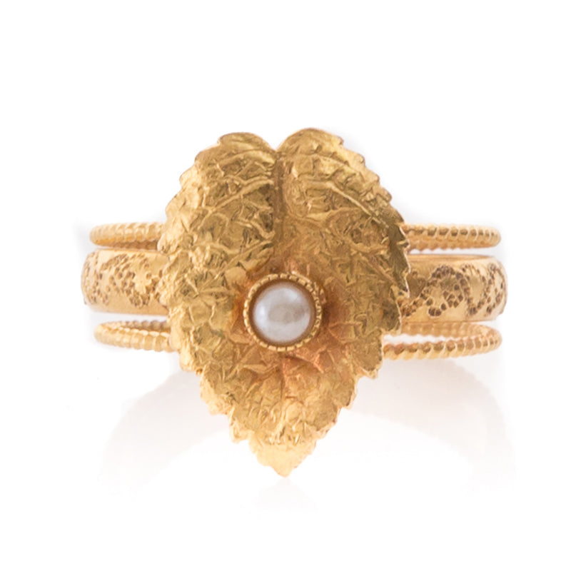 CLELIE delicate adjustable leave ring pearl