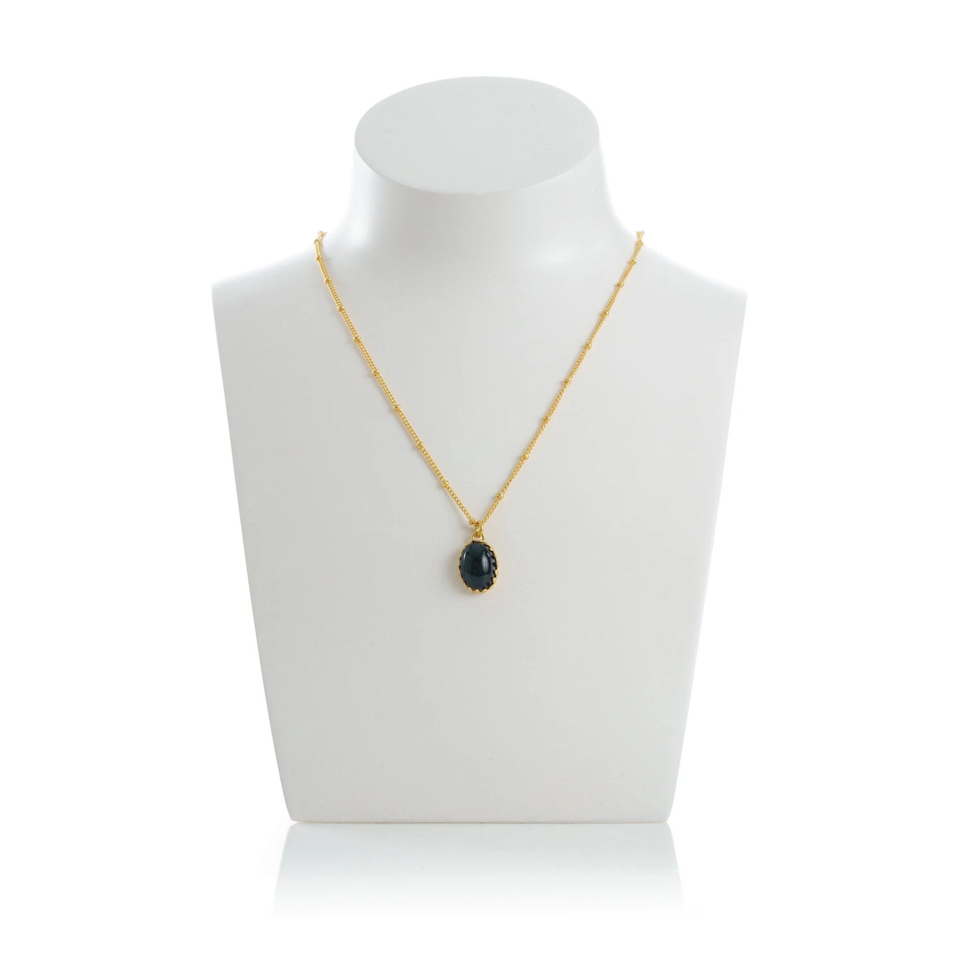 MEDICIS Vintage-inspired necklace Black