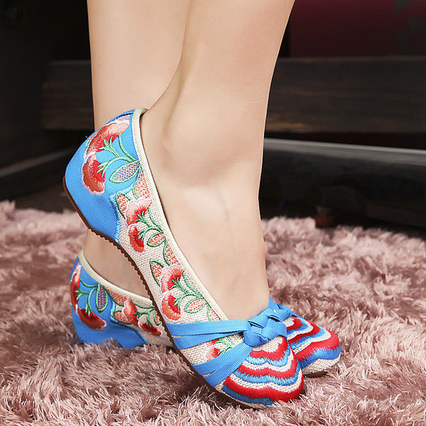 Flower Embroidery Chinese Style Casual Flats