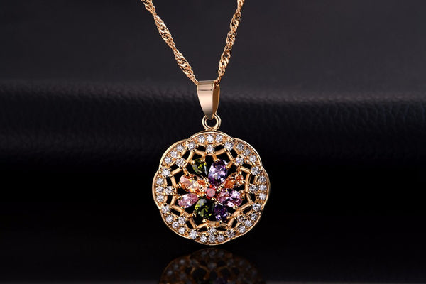 New Arrival Beautiful Flower Zircon Crystal Pendant Necklace