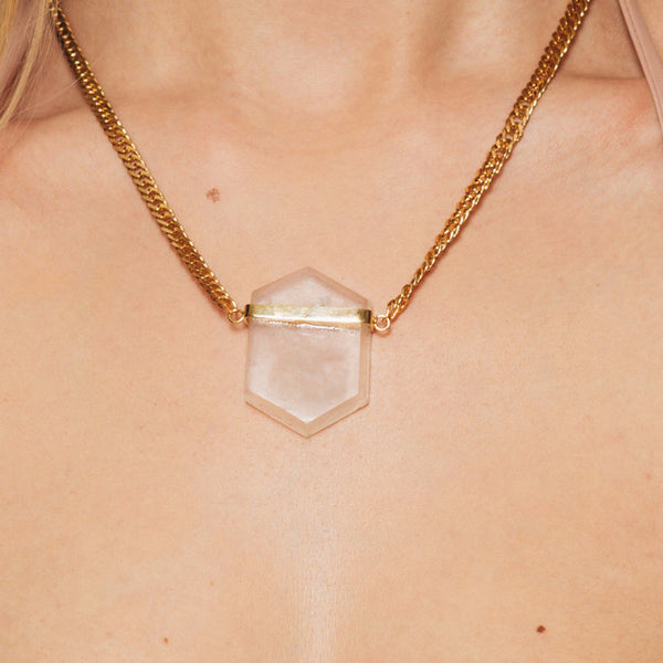 The Wanderlast Alma de Piedra hand-made one of a kind clear quartz necklace in gold close up