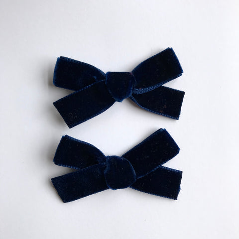 Small navy velvet bow