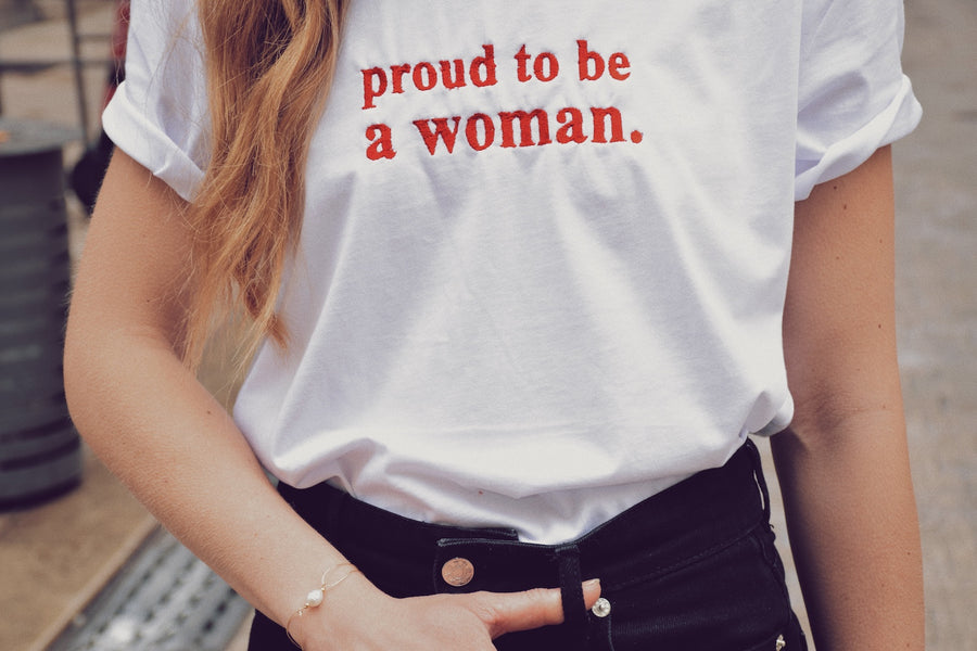 PROUD TO BE A WOMAN (bracelet + t-shirt)