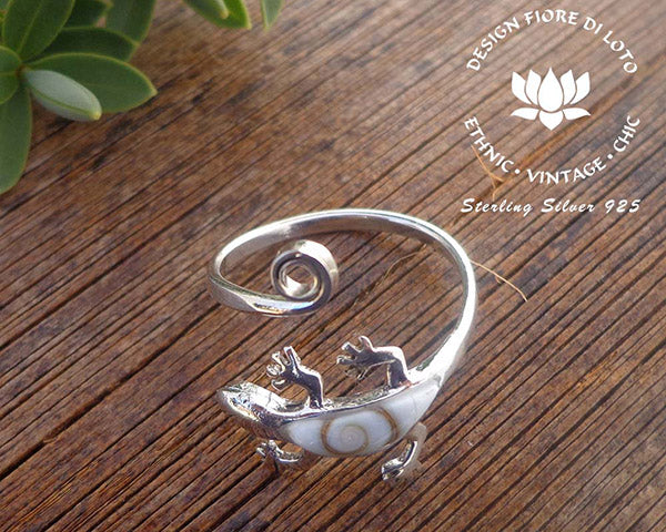 sterling silver gecko ring with seashell mounting