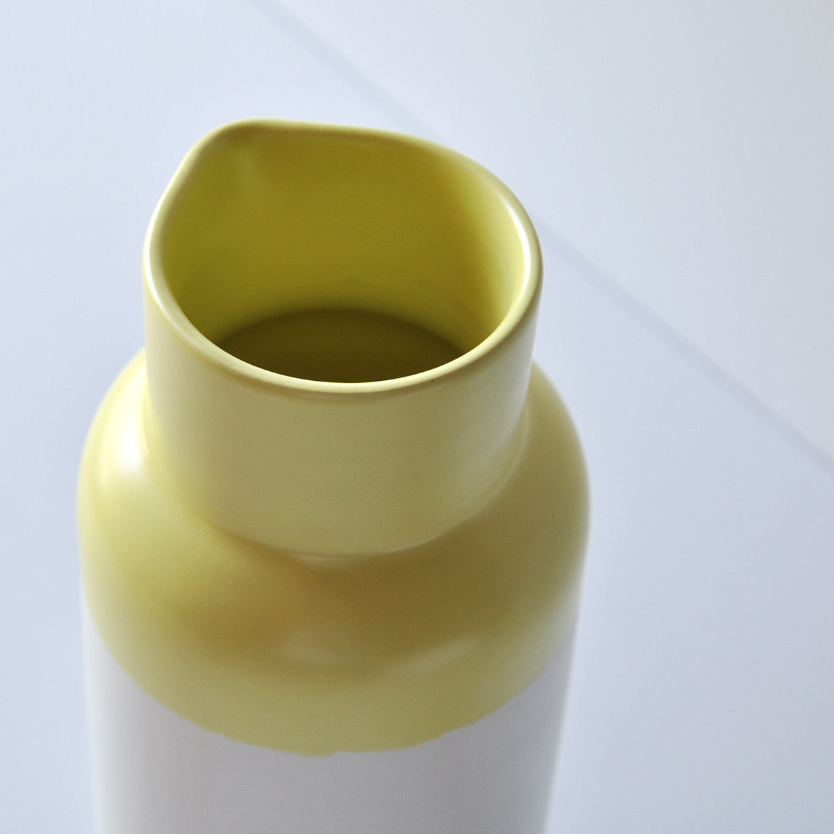 B01 YELLOW PITCHER