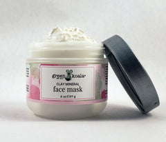 Texture of the organic clay mineral face mask