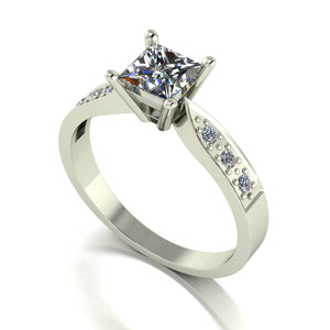 1.00ct (1x 5.0mm Sqr, 4x 1.6mm & 2x 2.0mm Rnd) Square & Round Moissanite Set Shoulder Single Stone Ring