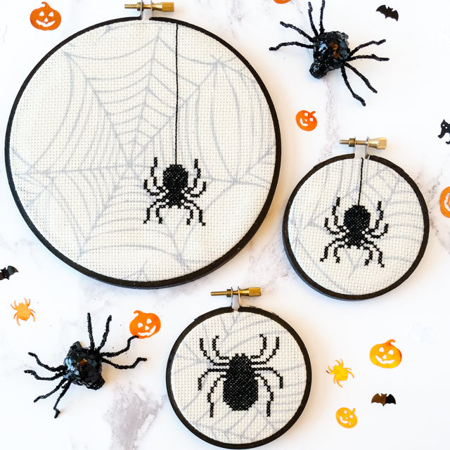 Free pattern: Spooky cross stitch spiders
