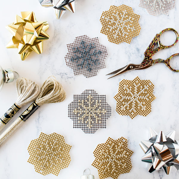 Free pattern: Sparkly metallic cross stitch snowflakes