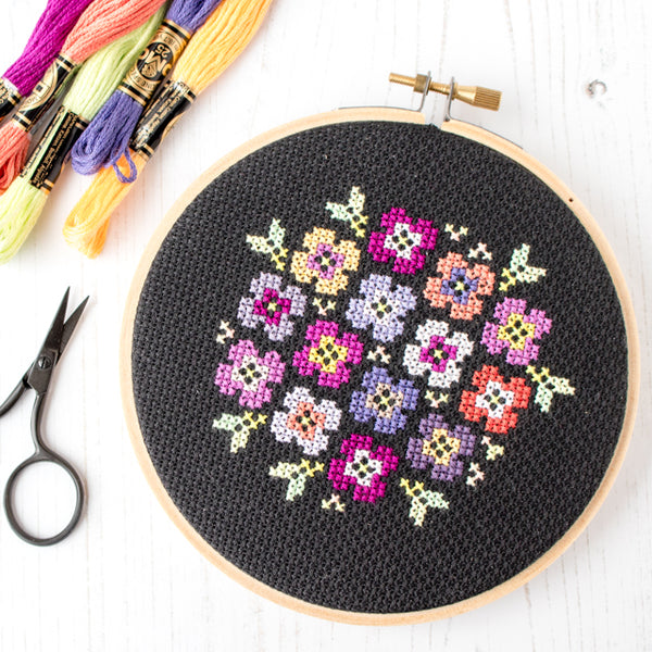 Free cross stitch pattern: Pansy bouquet on black