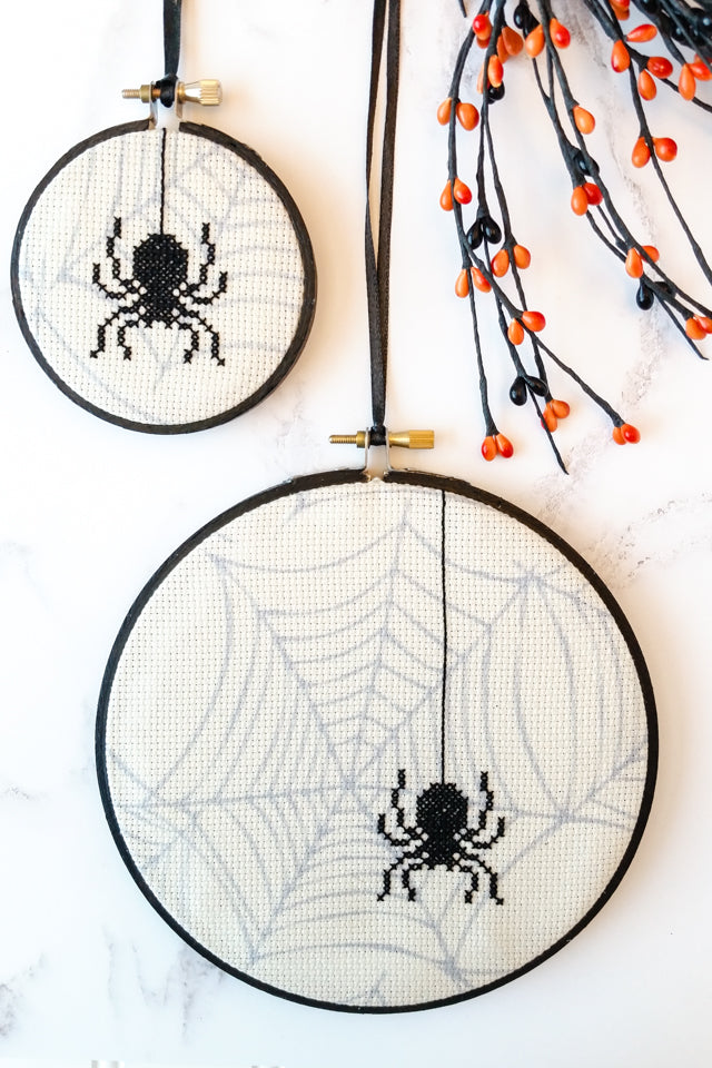 Cross stitch spiders for Halloween -free tutorial