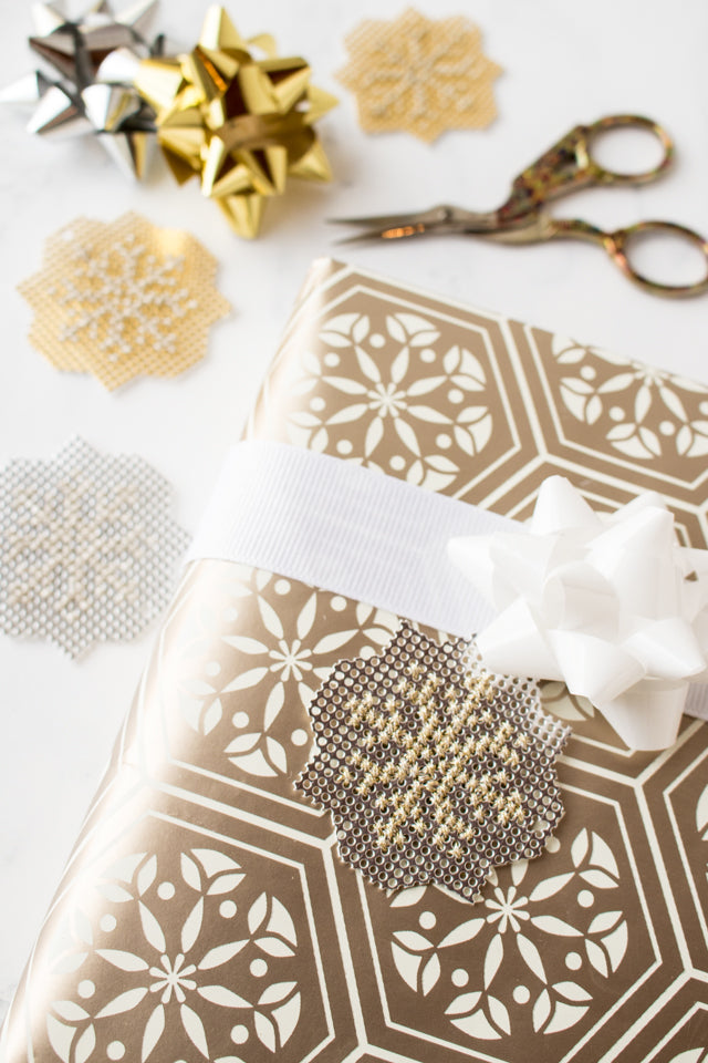 How to make cross stitch snowflakes with metallic thread and metallic paper