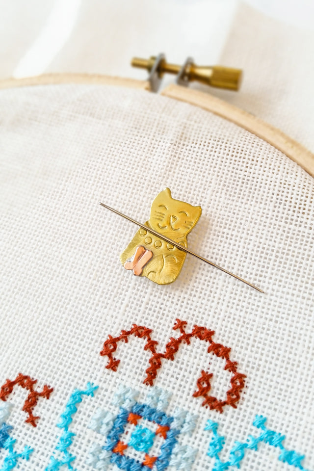 Kitten Needle minder for cross stitch and embroidery