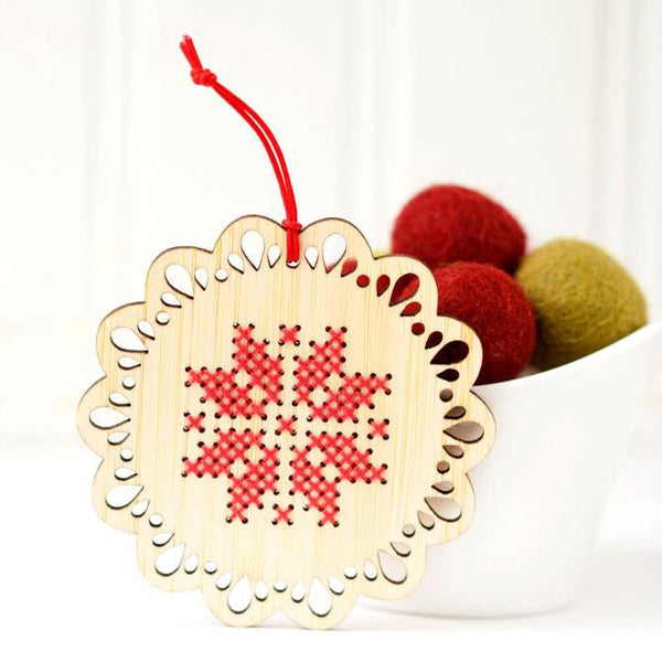 Scandinavian Round Holiday Ornament Kit