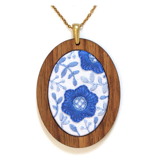 Hand Embroidered Pendant Kit - Delft Daisy