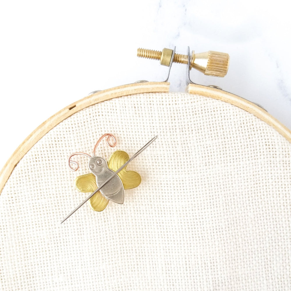 Mini Bee Needle Minder
