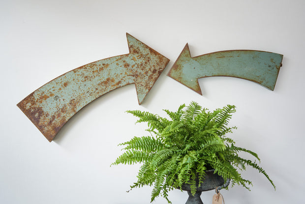 Distressed metal arrow