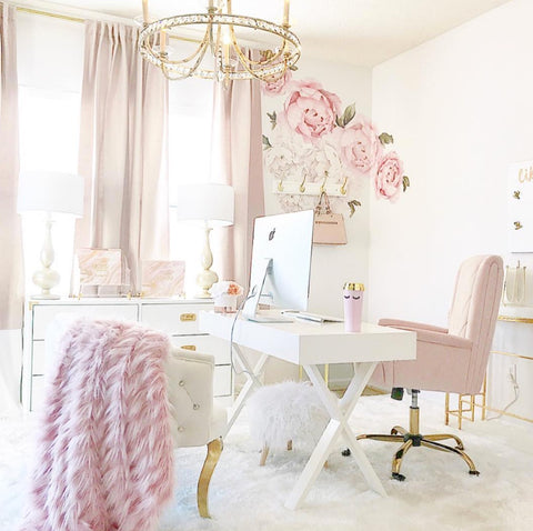 girly-home-office-pink-girl-boss-space-handmade-fur-rug-chandelier-best-floral-decals