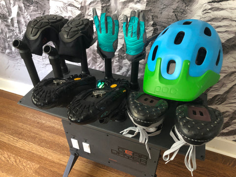 Dry sweaty and stinky bike shoes with the Freestanding 12 GearDryer