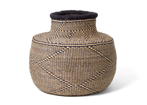 Mfano Black Grass Pot
