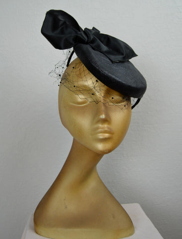 1940's/1950's Black Tilt Fascinator Hat with Bow