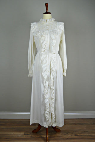 Late Victorian/Early Edwardian Dressing Gown/Morning Dress with Ruffles and Mother of Pearl Buttons